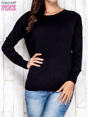 Czarny sweter z okrągłym dekoltem                                  zdj.                                  1