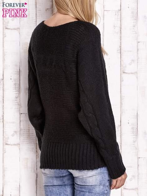 Czarny sweter z warkoczowym splotem                                  zdj.                                  4