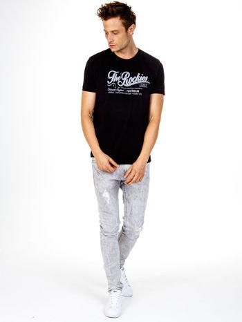 Czarny t-shirt męski z nadrukiem napisu THE ROCKIES                                  zdj.                                  3