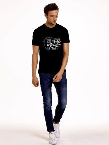 Czarny t-shirt męski z napisem CHAMPION i liczbą 28                                  zdj.                                  4