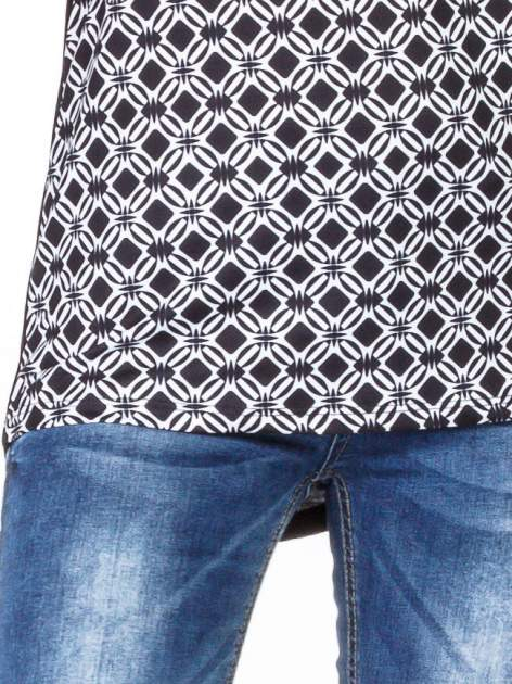 Czarny t-shirt t-shirt we wzór op-art                                  zdj.                                  5
