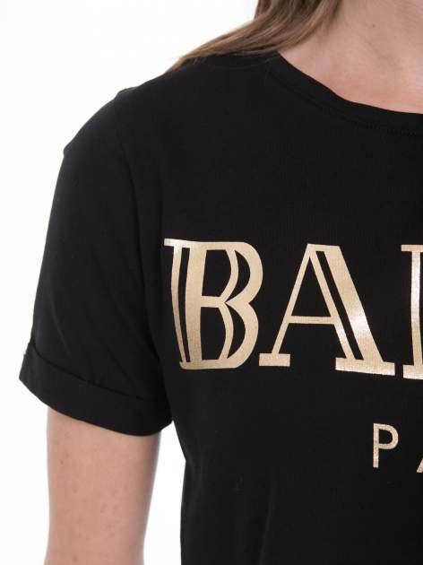 Czarny t-shirt typu crop top ze złotym napisem BALLIN PARIS                                  zdj.                                  8