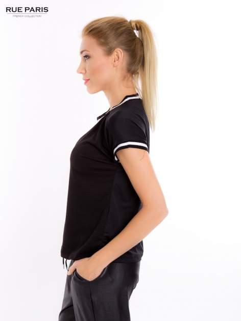 Czarny t-shirt w stylu tenis chic                                  zdj.                                  3