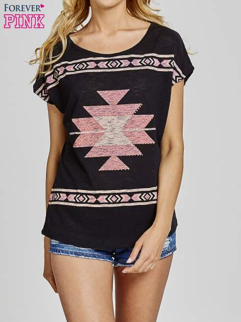 Czarny t-shirt we wzory azteckie z dżetami                                  zdj.                                  1