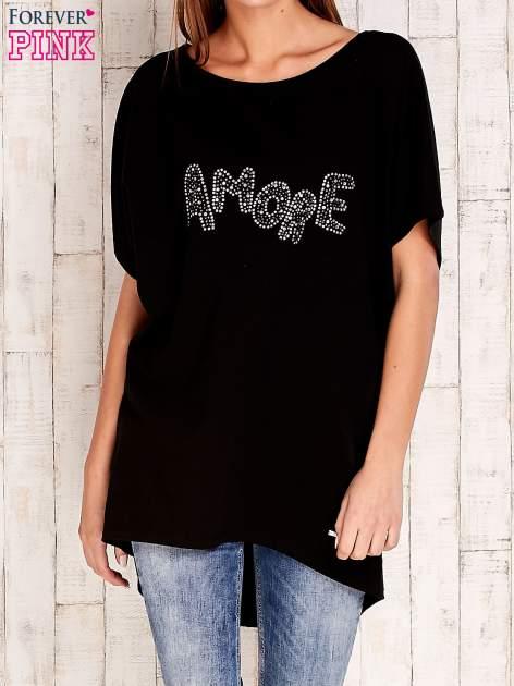 Czarny t-shirt z biżuteryjnym napisem AMORE                                  zdj.                                  1