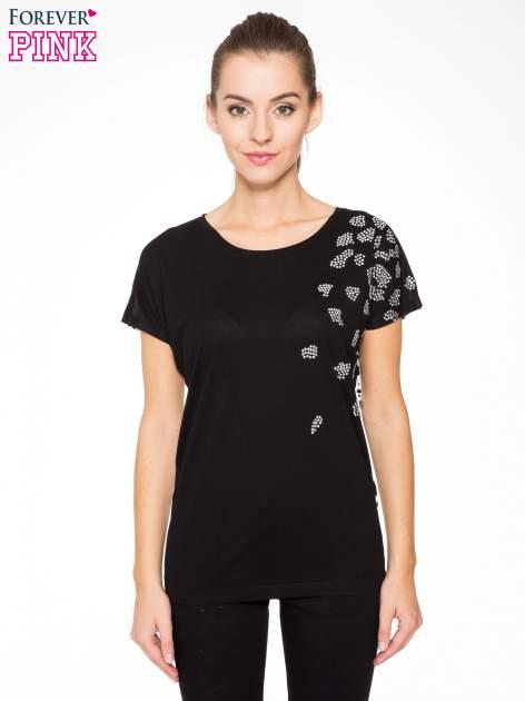 Czarny t-shirt z dżetami i tyłem w cętki