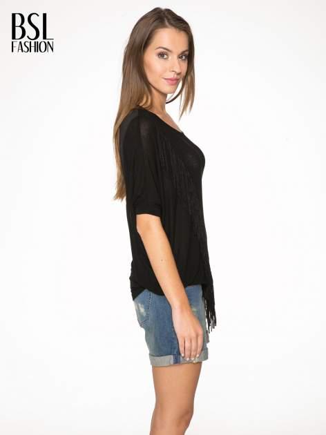 Czarny t-shirt z frędzlami i siateczkowym tyłem                                  zdj.                                  3