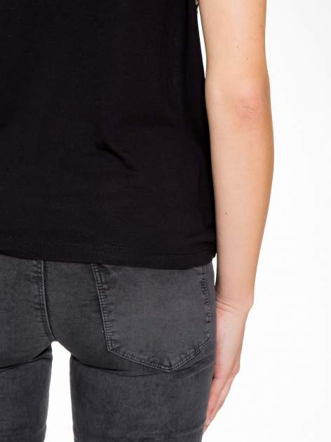 Czarny t-shirt z motywem pantery                                  zdj.                                  9