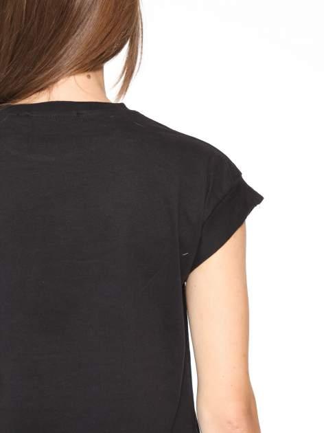 Czarny t-shirt z nadrukiem DOLLYWOOD                                  zdj.                                  7