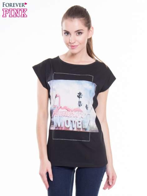 Czarny t-shirt z nadrukiem FLAMINGO MOTEL                                  zdj.                                  1