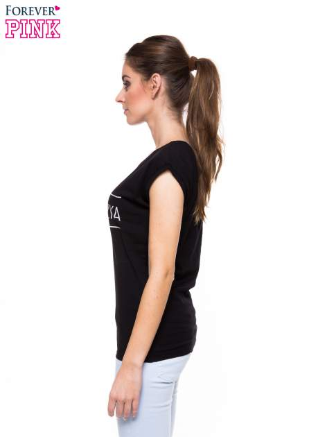 Czarny t-shirt z nadrukiem PANI KIEROWNICZKA                                  zdj.                                  3