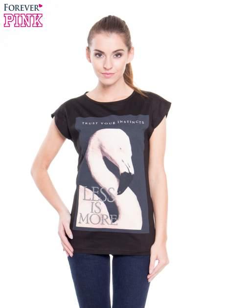 Czarny t-shirt z nadrukiem flaminga i napisem LESS IS MORE                                  zdj.                                  1