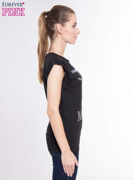 Czarny t-shirt z nadrukiem kobiety i napisem MOVE                                  zdj.                                  2