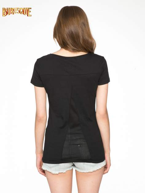 Czarny t-shirt z nadrukiem stokrotki z dżetami                                  zdj.                                  4