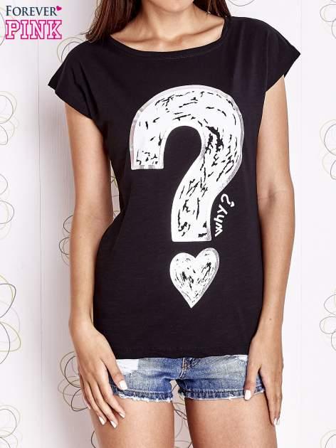 Czarny t-shirt z nadrukiem znaku zapytania                                  zdj.                                  1