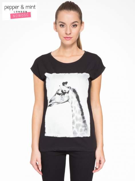 Czarny t-shirt z nadrukiem żyrafy