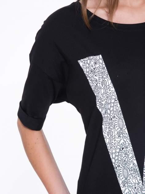 Czarny t-shirt z nadukiem WIBE z przodu i na plecach                                  zdj.                                  9