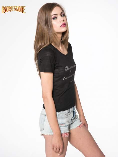 Czarny t-shirt z napisem DO YOU WANT TO KNOW A SECRET?                                  zdj.                                  3