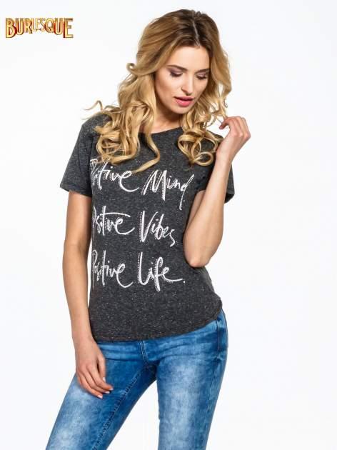Czarny t-shirt z napisem POSITIVE MIND z dżetami