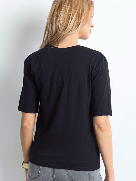 Czarny t-shirt z napisem z perełek                              zdj.                              2