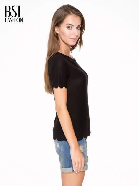 Czarny t-shirt z ozdobnym wykończeniem                                  zdj.                                  3