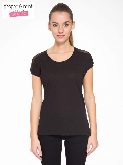 Czarny t-shirt z tiulowo-panterkową wstawką przy ramionach                                  zdj.                                  1
