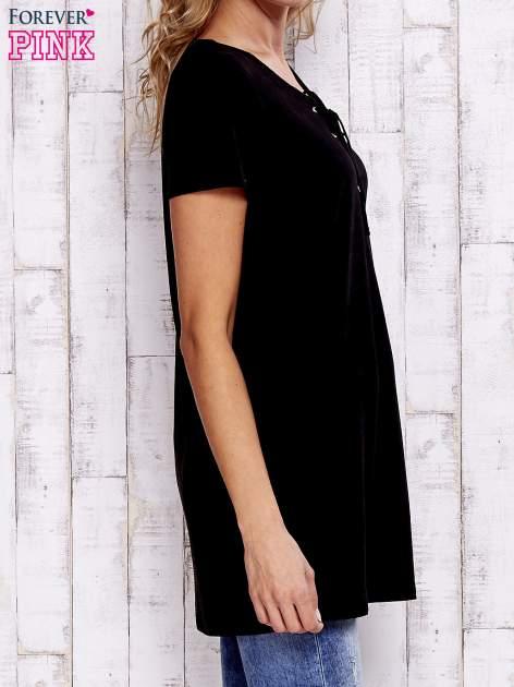 Czarny t-shirt ze sznurowanym dekoltem lace up                                  zdj.                                  3