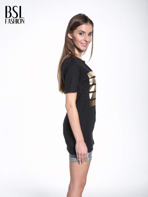Czarny t-shirt ze złotymi pasami w stylu glamour                                  zdj.                                  3