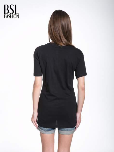 Czarny t-shirt ze złotymi pasami w stylu glamour                                  zdj.                                  4