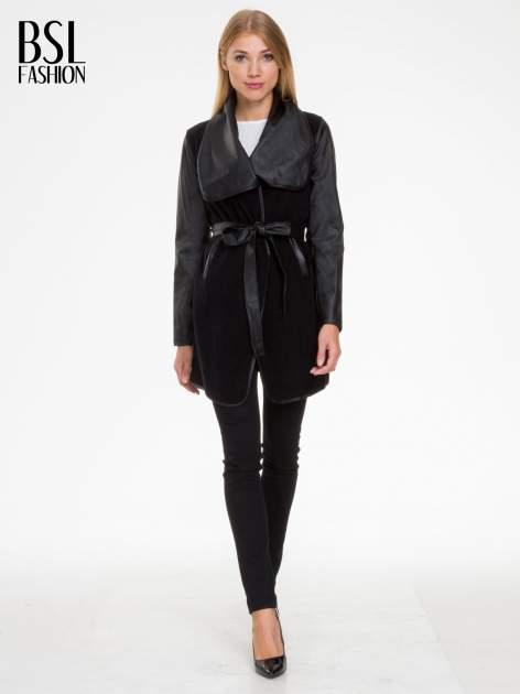 Czarny wełniany płaszcz ze skórzanymi rękawami                                  zdj.                                  2