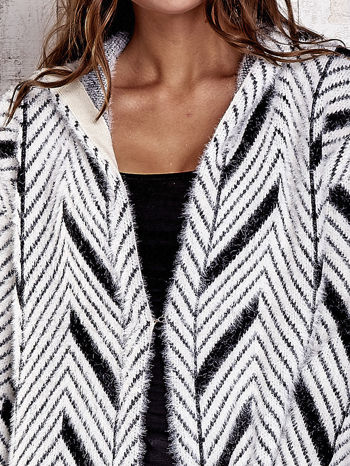 Czarny włochaty sweter z kapturem                                  zdj.                                  7