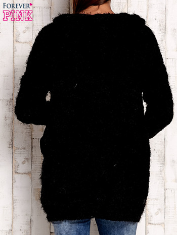 Czarny włochaty sweter z kapturem                                  zdj.                                  5