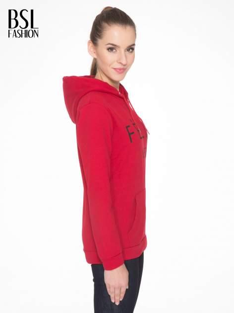 Czerwona bluza kangur z kapturem i nadrukiem FÉLINE MEOW                                  zdj.                                  3