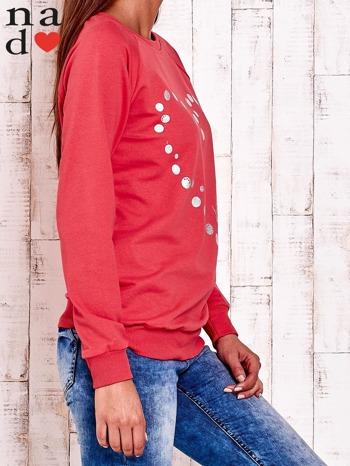 Czerwona bluza z wzorem serca                                  zdj.                                  3