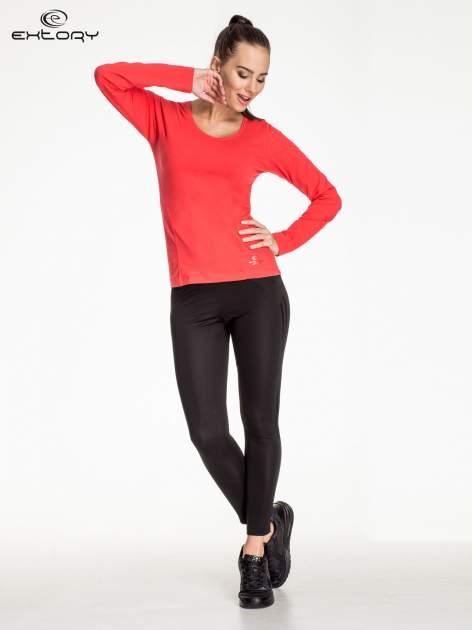 Czerwona bluzka sportowa z dekoltem V                                  zdj.                                  2