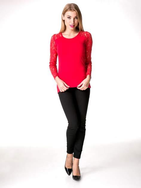 Czerwona bluzka z koronkowymi rękawami                                  zdj.                                  8