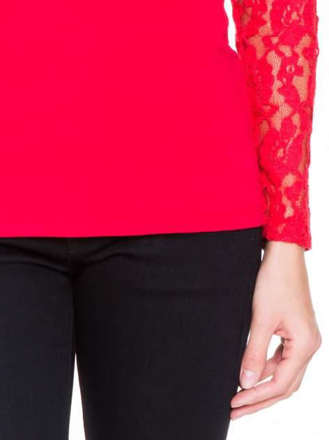 Czerwona bluzka z koronkowymi rękawami                                  zdj.                                  6