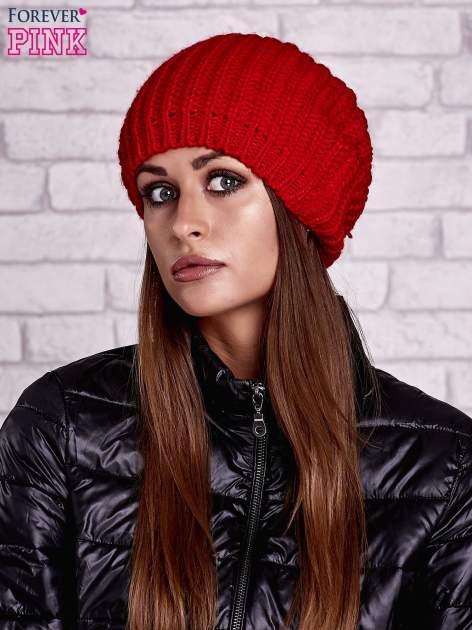 Czerwona czapka z dużym pomponem                                  zdj.                                  1