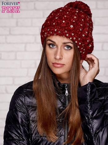 Czerwona czapka z pomponem i dżetami                                  zdj.                                  1