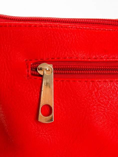 Czerwona kopertówka z dżetami motyw apple                                  zdj.                                  5