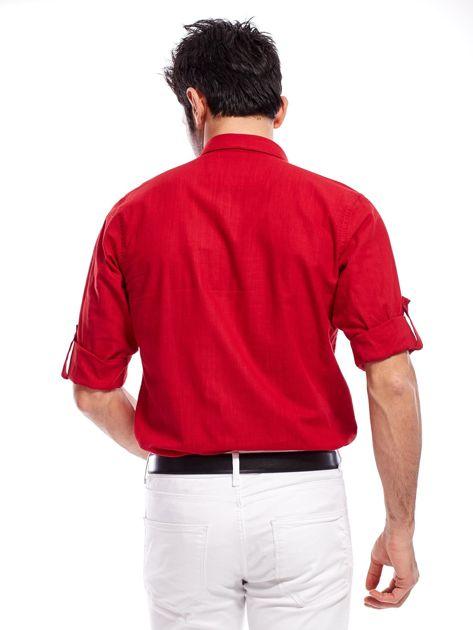 Czerwona koszula męska z podwijanymi rękawami                              zdj.                              2
