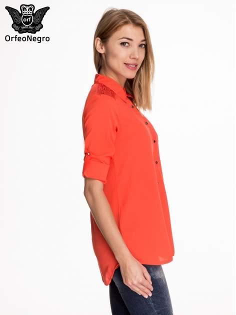Czerwona koszula z koronkową wstawką przy ramionach                                  zdj.                                  5