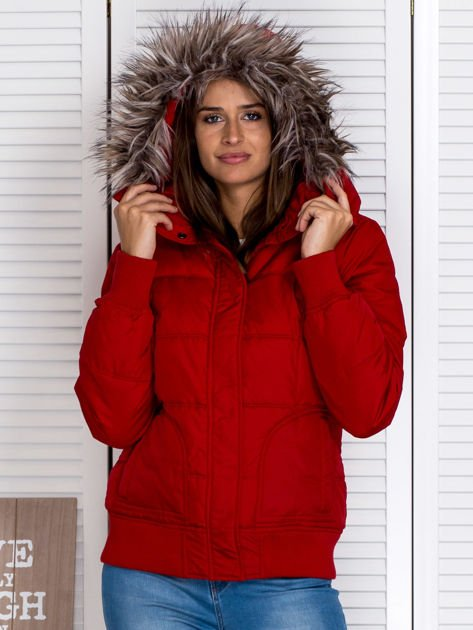 Czerwona kurtka puchowa z kapturem z futerkiem                                  zdj.                                  1