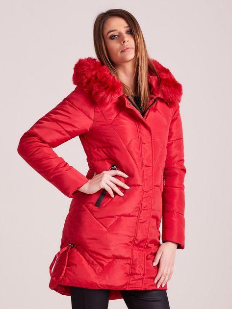 Czerwona pikowana kurtka na zimę                              zdj.                              5