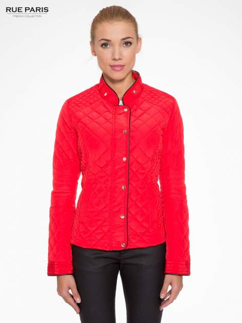 Czerwona pikowana kurtka ze skórzaną lamówką