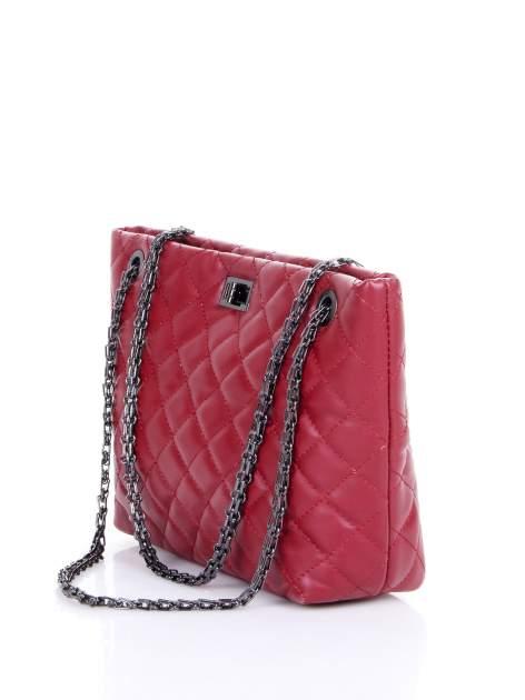 Czerwona pikowana torebka na łańcuszku                                  zdj.                                  2