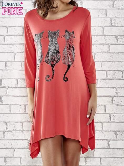 Czerwona sukienka damska z nadrukiem kotów                                  zdj.                                  1