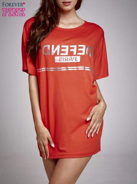 Czerwona sukienka dresowa z napisem DEFEND PARIS                                  zdj.                                  1