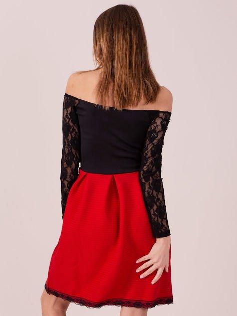 Czerwona sukienka z koronkowymi rękawami                              zdj.                              5