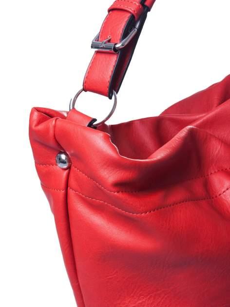Czerwona torba hobo na ramię                                  zdj.                                  3